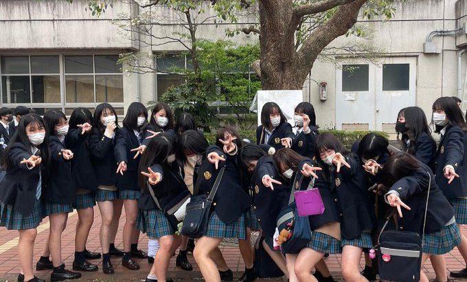 【エロ画像8枚】まとめ記事、女子校生、3P   2021-05-31 23:24更新